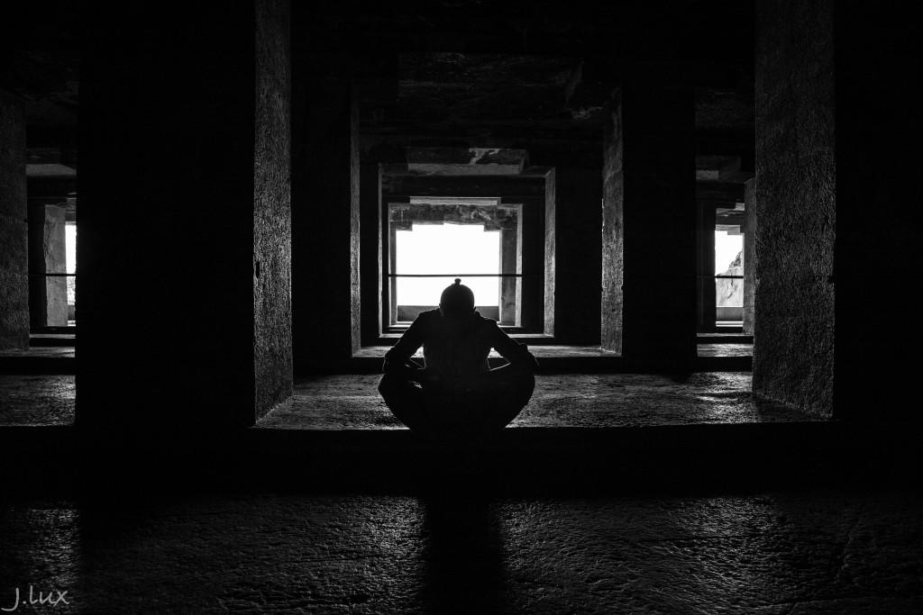 Un pas dans l'ombre de l'histoire, dans les grottes d'Ellora et d'Ajanta.