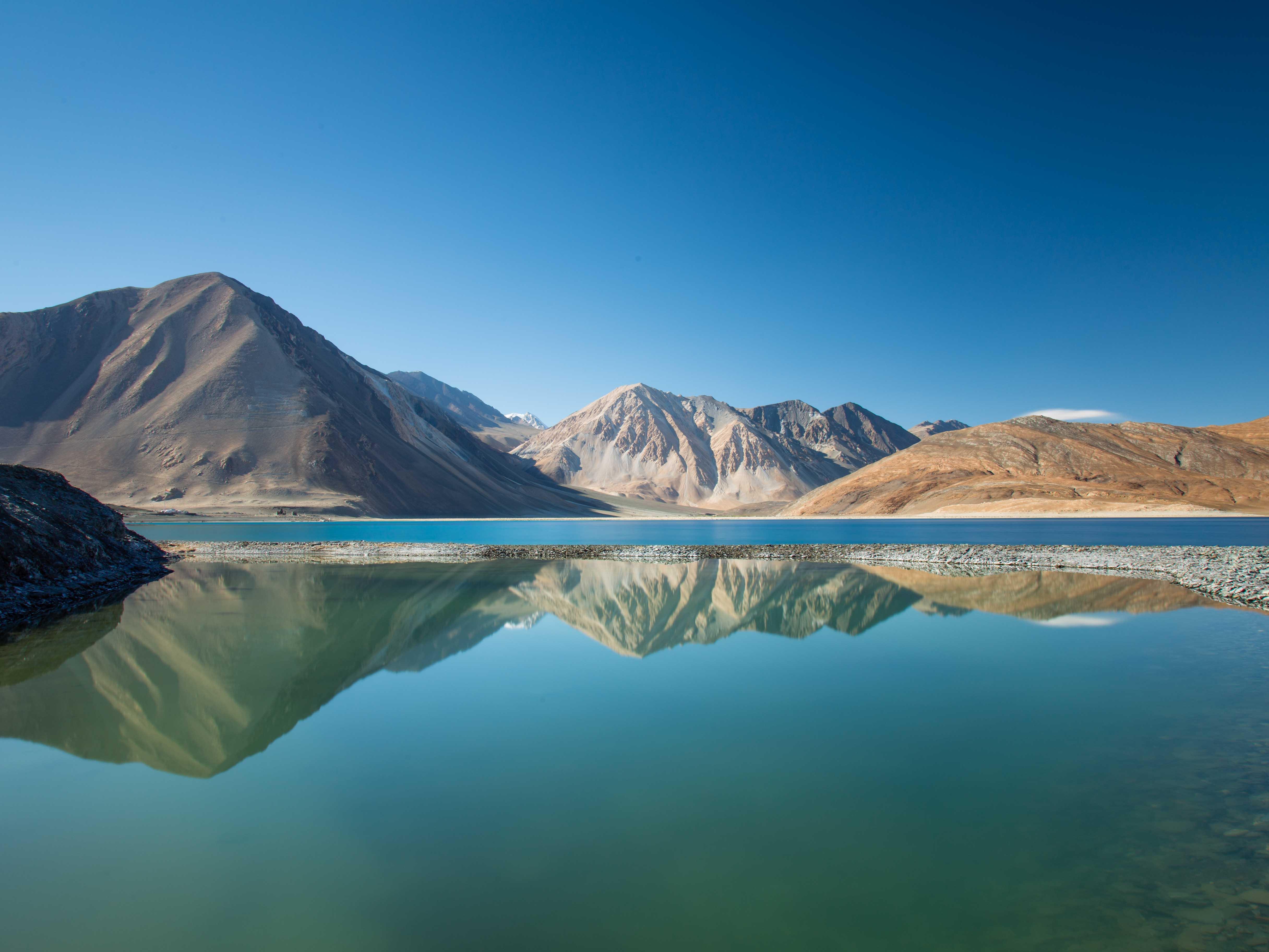 Des dunes de sable de la vallée de la Nubra, aux eaux turquoise du lac de Pangong
