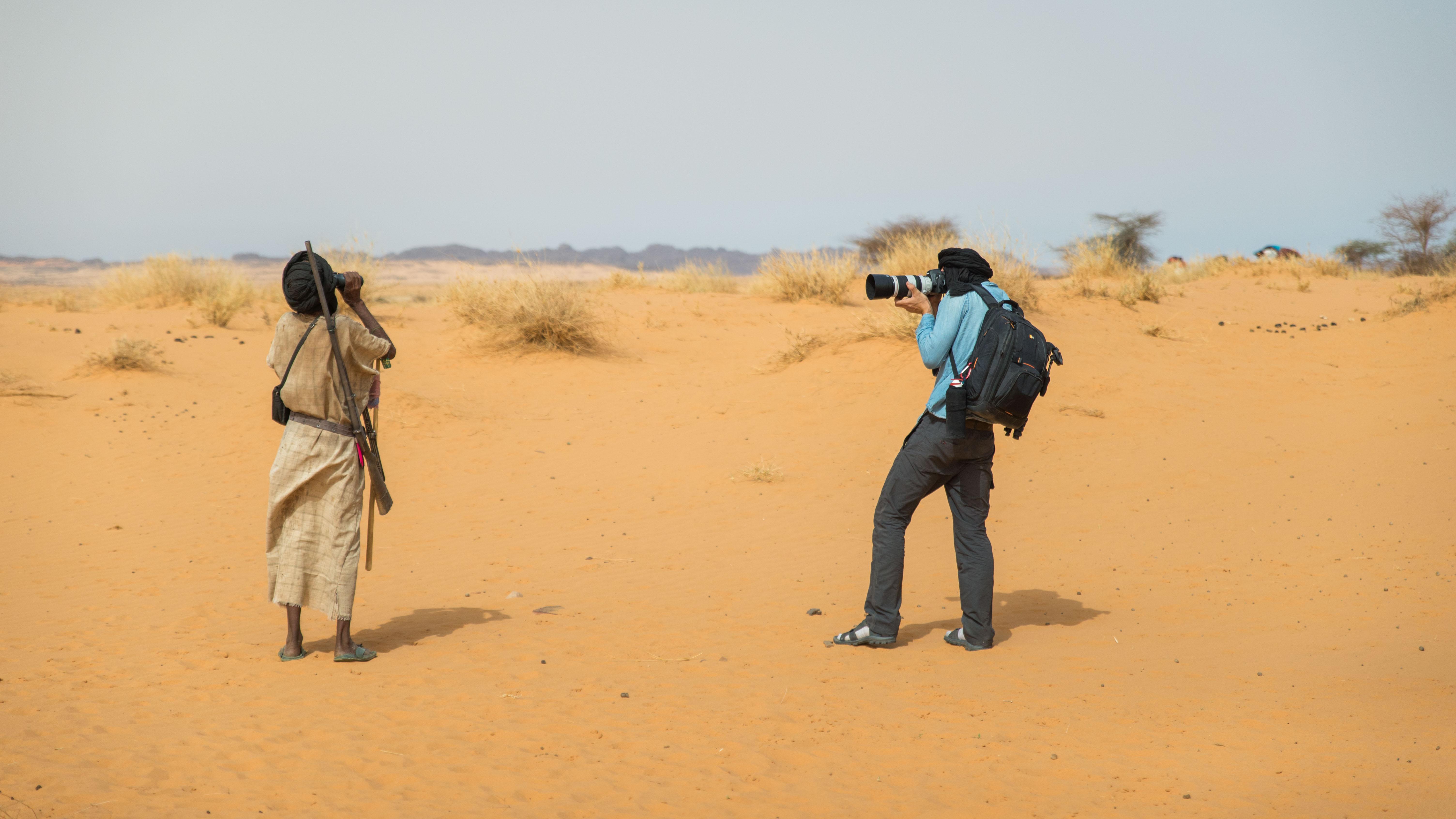 Jonathan en train de photographier sidi Ahmed